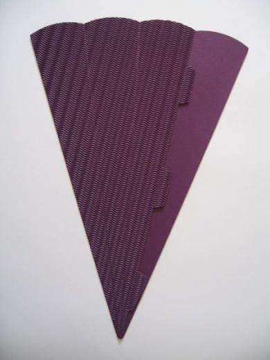 Schultüte aus 3D Wellkarton 69cm lila